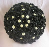 LEXI BRIDE BOUQUET - ARTIFICIAL BLACK/IVORY FOAM ROSE BRIDE WEDDING FLOWERS BOUQUET POSIE DIAMANTE